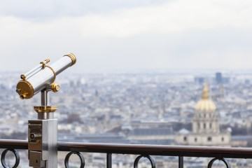 Telescope located on the first level of The Eiffel Tower useful for admiring the Parisian panorama surrounding The Thomb of Napoleon.